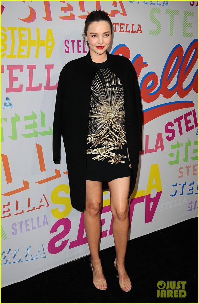 Bụng bầu vượt mặt nhưng Miranda Kerr vẫn đi giày cao gót cả tấc, đẹp bất chấp bên chồng - Ảnh 6.