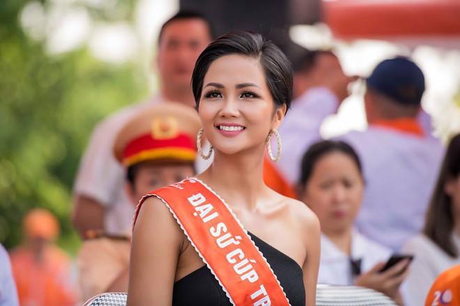 Hoa hậu HHen Niê nổi bật với nhan sắc và thần thái, điều duy nhất gây khó hiểu lại chính là chiếc váy - Ảnh 2.