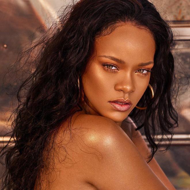 Ai cũng muốn mua món này của Fenty Beauty để tỏa sáng giống Rihanna, nhưng khi nhìn giá đều phải khóc ròng - Ảnh 1.