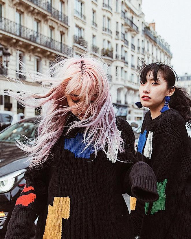 Vừa lên kệ, họa tiết mảng màu của H&M Studio đã được chưng diện toàn cầu, cánh fashionista Việt nào có kém cạnh - Ảnh 10.