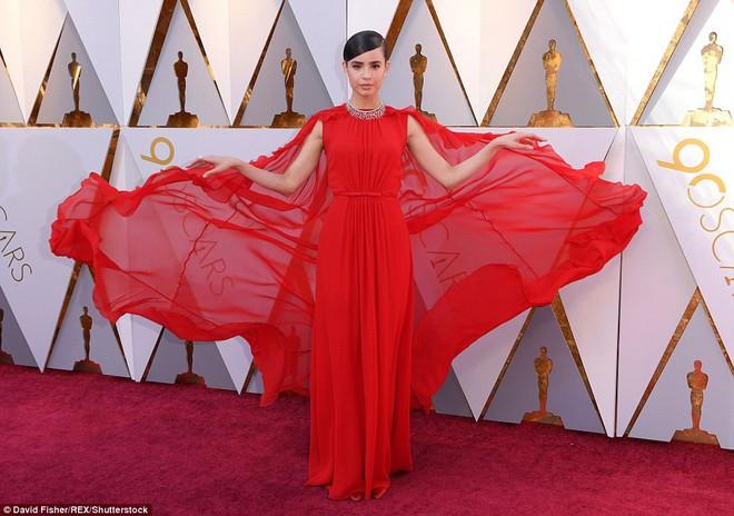Thảm đỏ Oscar 2018: Cuộc chiến sắc đẹp giữa các nữ thần nhan sắc hàng đầu Hollywood - Ảnh 4.