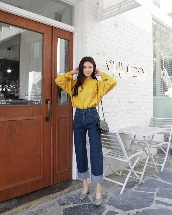 Không phải kiểu bó chít ống côn, xu hướng quần jeans 2018 thoải mái hơn với kiểu ống suông, ống vẩy - Ảnh 17.
