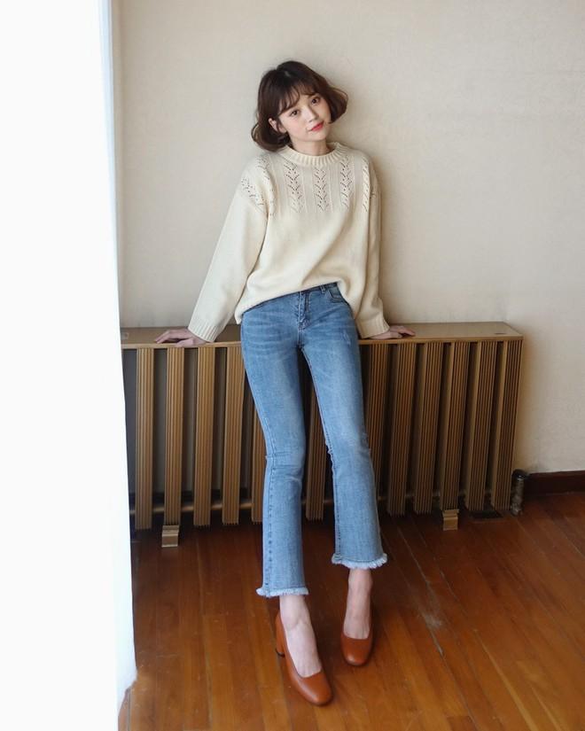 Không phải kiểu bó chít ống côn, xu hướng quần jeans 2018 thoải mái hơn với kiểu ống suông, ống vẩy - Ảnh 12.