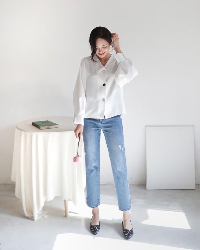 Không phải kiểu bó chít ống côn, xu hướng quần jeans 2018 thoải mái hơn với kiểu ống suông, ống vẩy - Ảnh 6.