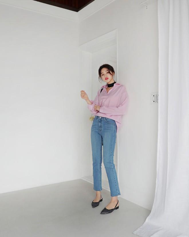 Không phải kiểu bó chít ống côn, xu hướng quần jeans 2018 thoải mái hơn với kiểu ống suông, ống vẩy - Ảnh 8.