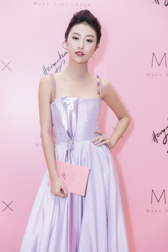 Khoe sắc vóc thanh tân trong chiếc đầm tím chuẩn trend, Quỳnh Anh Shyn nào có kém đàn chị Đông Nhi - Ảnh 1.