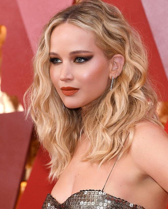 Jennifer Lawrence lọt Top trang điểm đẹp tại Oscar 2018 là nhờ vào chuyên gia trang điểm gốc Việt cả đấy! - Ảnh 1.