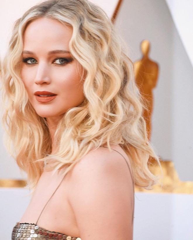 Jennifer Lawrence lọt Top trang điểm đẹp tại Oscar 2018 là nhờ vào chuyên gia trang điểm gốc Việt cả đấy! - Ảnh 2.