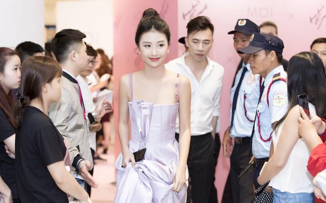 Khoe sắc vóc thanh tân trong chiếc đầm tím chuẩn trend, Quỳnh Anh Shyn nào có kém đàn chị Đông Nhi - Ảnh 10.