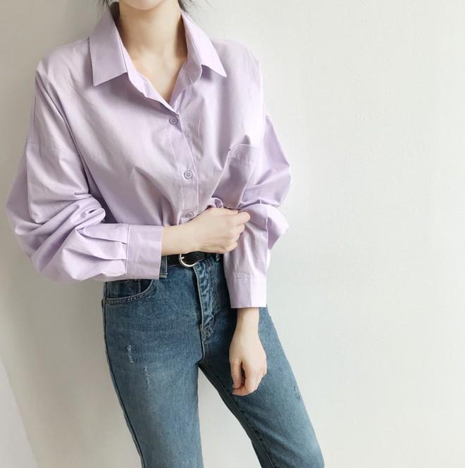 Tưởng sến mà lại xinh bất ngờ, sơ mi màu tím lavender dễ trở thành chiếc áo hot nhất mùa xuân này mà bạn nên để mắt tới - Ảnh 12.