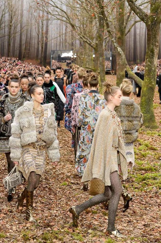 Có show nào xôm hơn Chanel: Dàn sao hot Hoa-Hàn-Thái hội tụ, cùng lạc lối trong khu rừng mùa thu - Ảnh 23.
