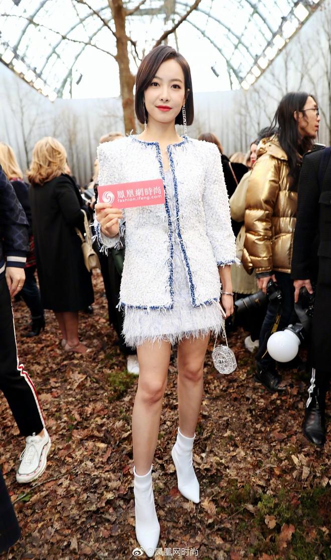 Có show nào xôm hơn Chanel: Dàn sao hot Hoa-Hàn-Thái hội tụ, cùng lạc lối trong khu rừng mùa thu - Ảnh 4.