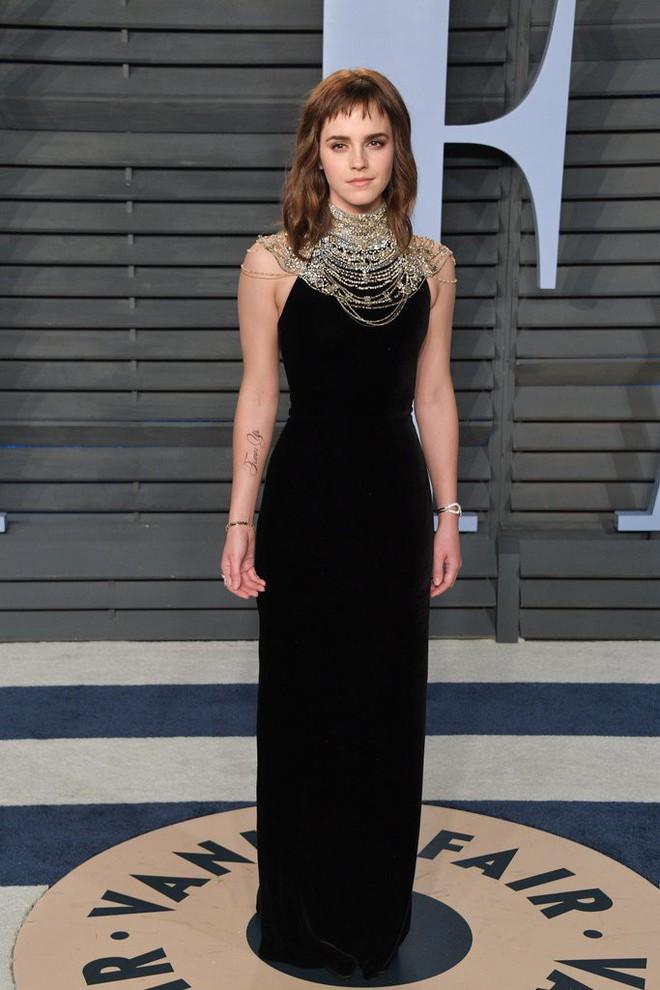 Đổi gió với tóc mái nham nhở, tưởng trẻ hơn nhưng Emma Watson lại bị dìm nhan sắc thực sự - Ảnh 1.