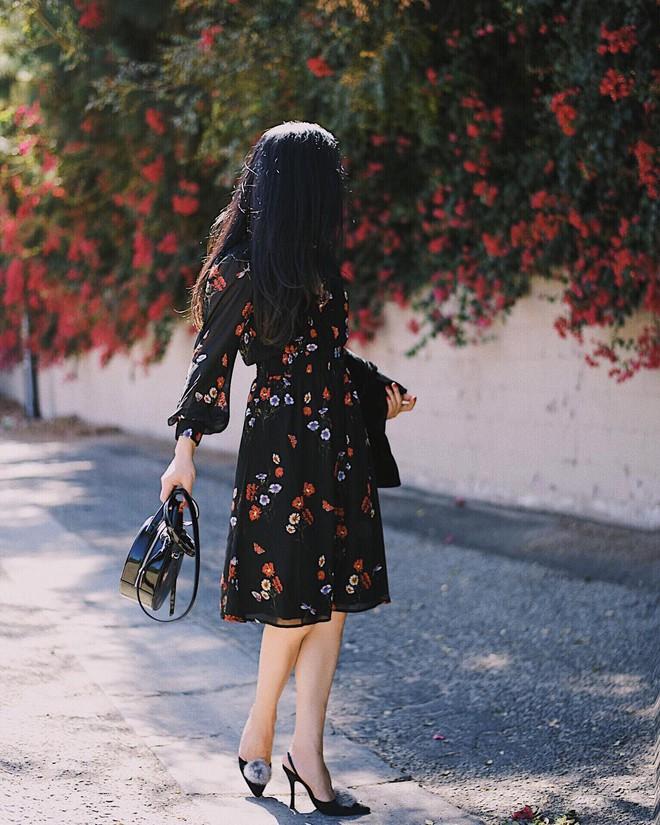 Cứ đến đầu mùa Xuân/Hè là những thiết kế váy hoa lại rộ lên với đủ mọi kiểu dáng - Ảnh 3.
