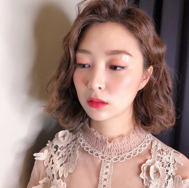 Học ngay cách makeup glow căng bóng xinh lung linh đang khiến con gái Hàn mê mẩn dạo gần đây - Ảnh 4.