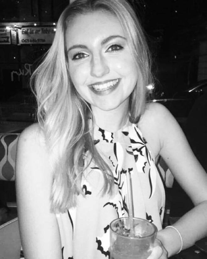 Cô gái Anh 18 tuổi gặp phản ứng phụ khi dùng thuốc tránh thai để trị mụn đến nỗi suýt mất mạng - Ảnh 5.
