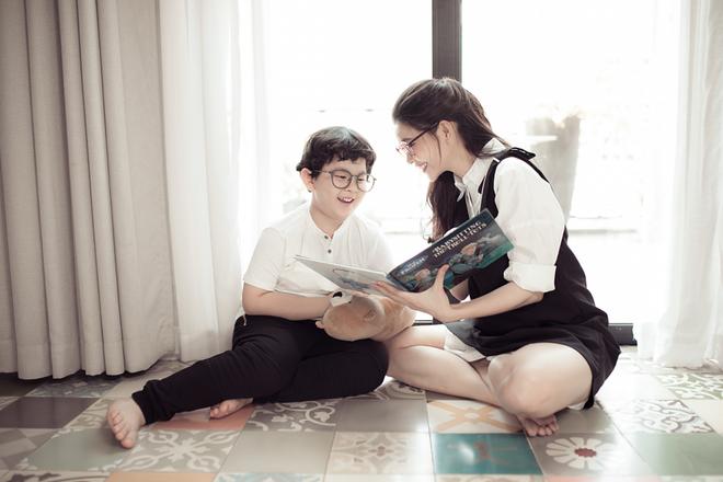 Mẹ con Trương Quỳnh Anh ngọt ngào và hạnh phúc trong bộ ảnh dành cho dịp 8/3 - Ảnh 4.