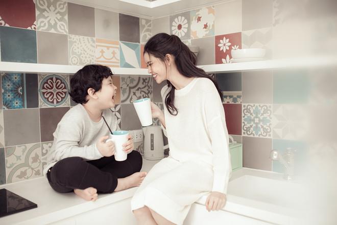 Mẹ con Trương Quỳnh Anh ngọt ngào và hạnh phúc trong bộ ảnh dành cho dịp 8/3 - Ảnh 6.