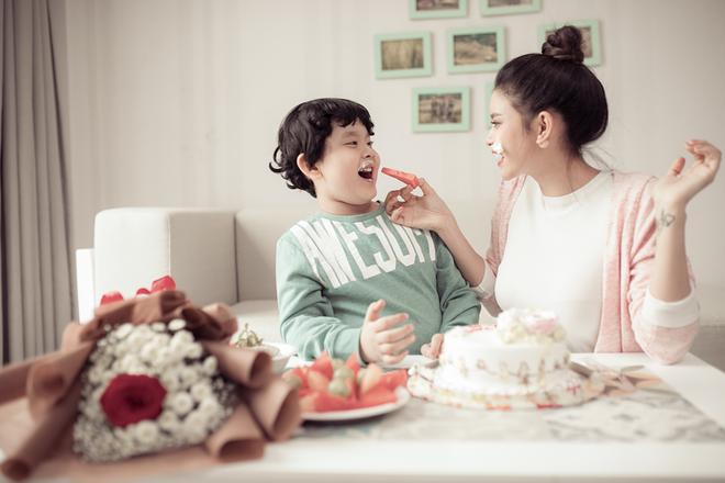 Mẹ con Trương Quỳnh Anh ngọt ngào và hạnh phúc trong bộ ảnh dành cho dịp 8/3 - Ảnh 8.