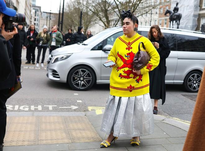 Tròn trịa đã sao? Nàng fashionista béo này vẫn được Vogue tán tụng là ngôi sao của Fashion Week - Ảnh 1.