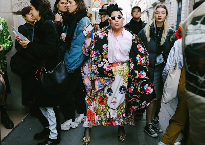 Tròn trịa đã sao? Nàng fashionista béo này vẫn được Vogue tán tụng là ngôi sao của Fashion Week - Ảnh 2.