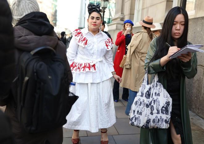 Tròn trịa đã sao? Nàng fashionista béo này vẫn được Vogue tán tụng là ngôi sao của Fashion Week - Ảnh 3.