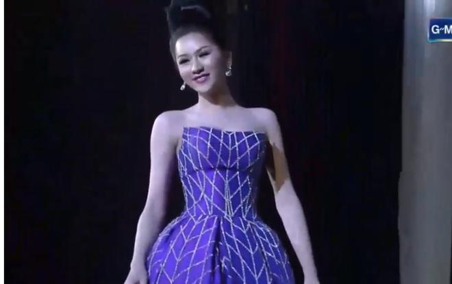 Trực tiếp: Hương Giang xuất sắc lọt top 12 Miss International Queen 2018 - Ảnh 7.