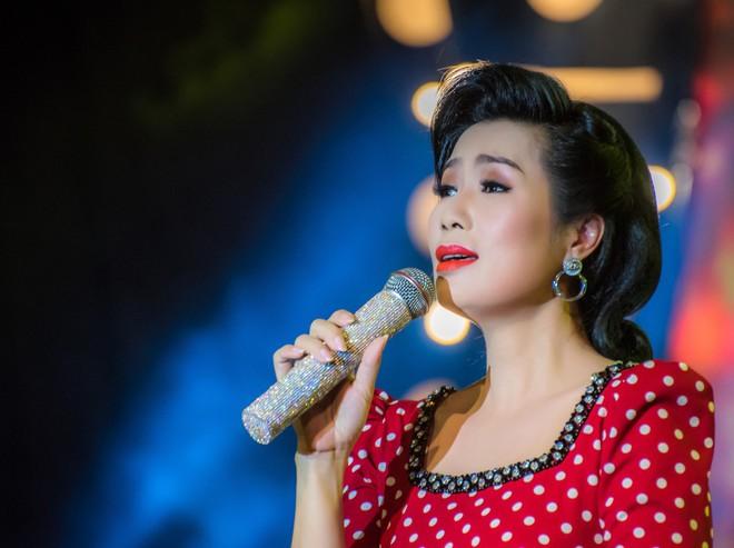 Diện áo dài xưa đỏ rực, Trịnh Kim Chi nồng nàn hát Bolero - ảnh 6