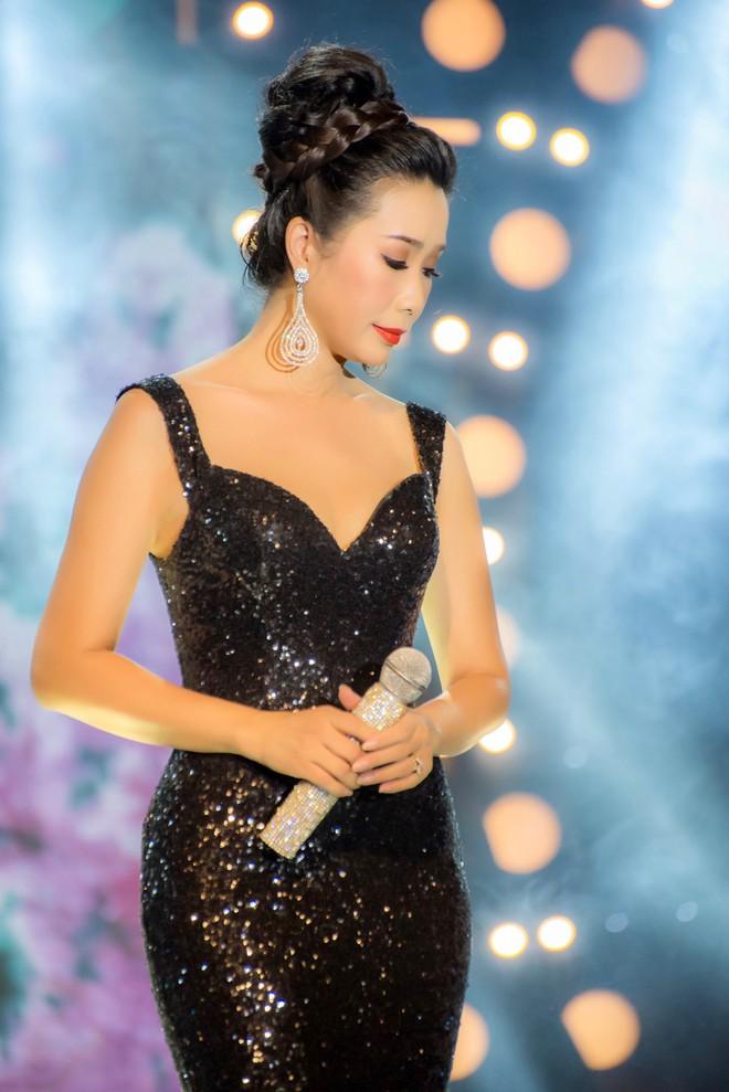 Diện áo dài xưa đỏ rực, Trịnh Kim Chi nồng nàn hát Bolero - ảnh 9