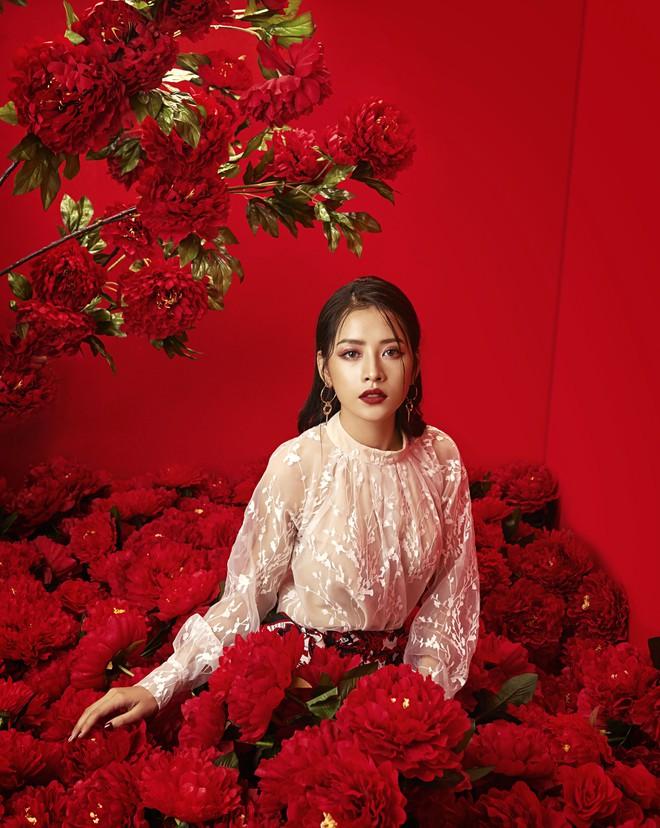 Chi Pu đẹp rực rỡ trong bộ ảnh chào 2018, khẳng định sẽ tăng tốc làm diễn viên - ca sĩ - Ảnh 10.
