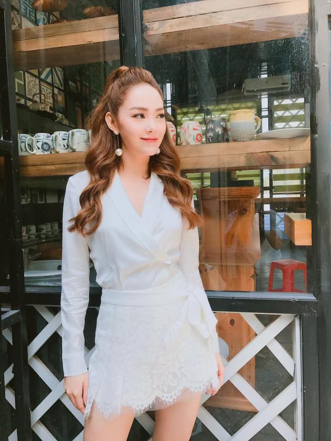 Phạm Hương khoe chân dài bất tận, Kỳ Duyên diện phụ kiện hàng hiệu chất lừ trong street style tuần này - Ảnh 20.