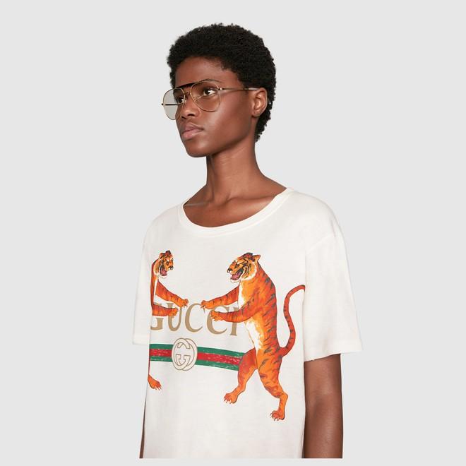 Cặp chị em sinh đôi thất lạc Bảo Thy, Kỳ Duyên mỗi người một vẻ khi cùng diện thiết kế áo phông hổ vồ  - Ảnh 3.