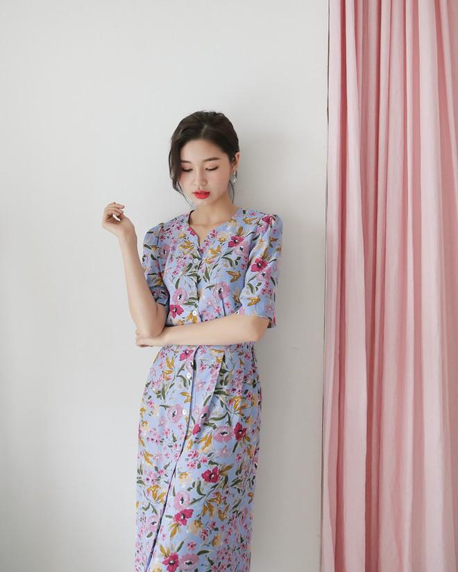 Hè 2018 đúng là mùa mặc váy hoa rồi, hot nhất đang là 3 kiểu váy cực xinh xẻo và nữ tính này - Ảnh 10.