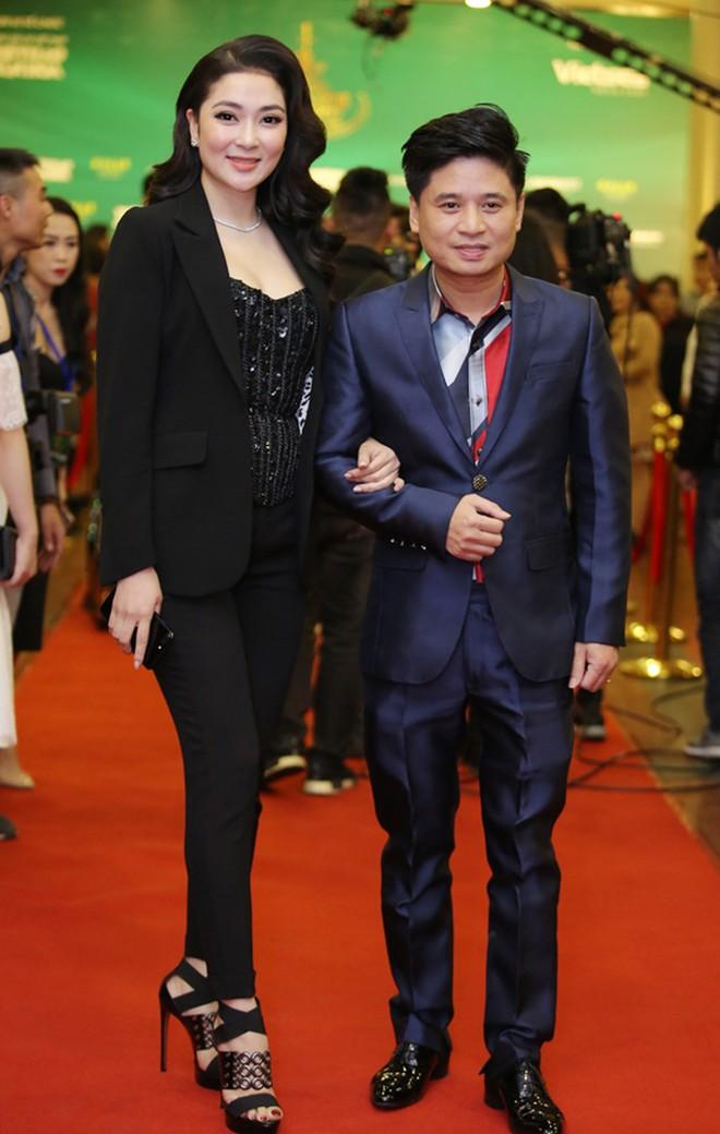 Nam Em diện váy hoa sến sẩm, Elly Trần khoe triệt để nhưng vẫn lọt top sao mặc xấu - Ảnh 10.
