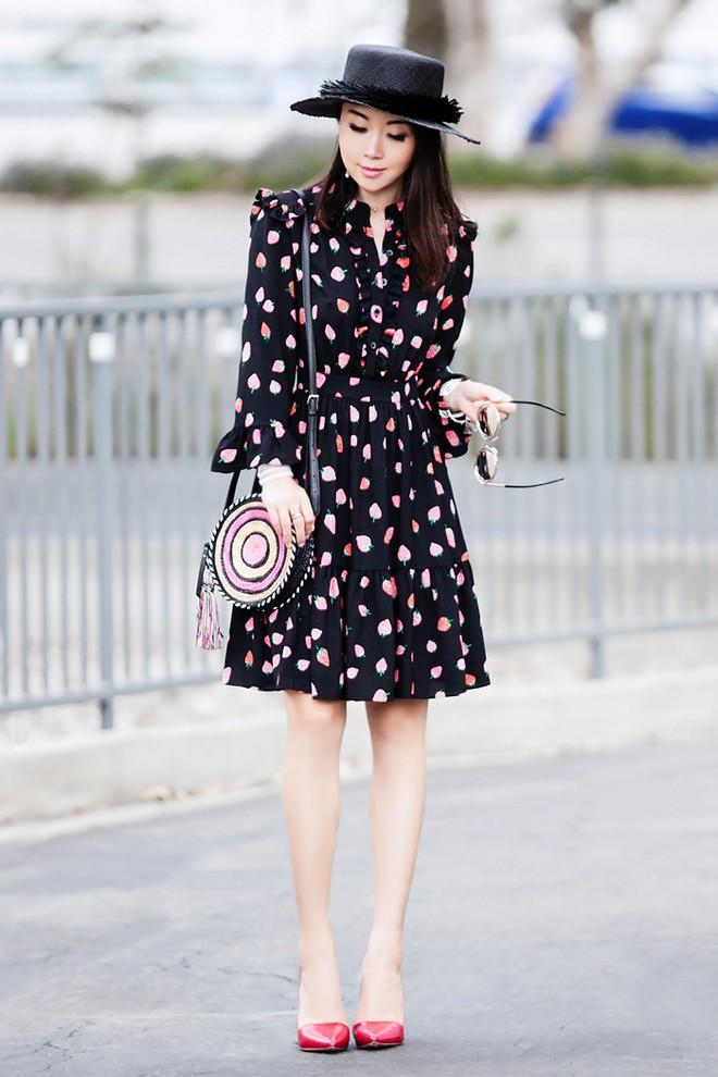 Khởi động mùa du lịch qua loạt street style siêu thú vị của các quý cô châu Á - Ảnh 8.