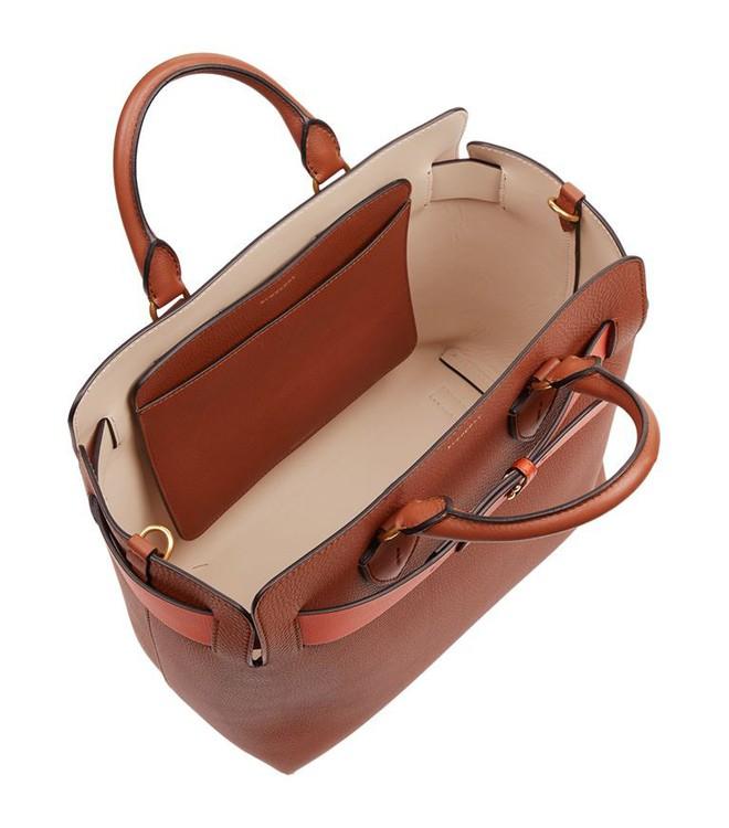 Túi xách giá gần 60 triệu của Burberry có gì hay, mà từ sao châu Á đến Hollywood đụng hàng chan chát - Ảnh 18.