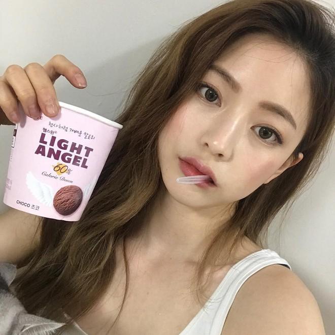 Chiêm ngưỡng sự thay đổi ngoạn mục của vỏ quả cam trong bức hình này, bạn sẽ muốn mua kem lót về dùng ngay và luôn - Ảnh 3.