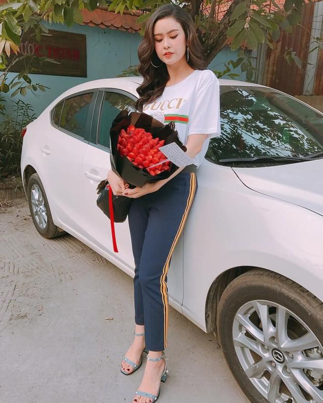 Mãi mới sắm thêm một món đồ hiệu cho mình vậy mà HHen Niê lại đụng hàng với cả showbiz Việt - Ảnh 7.