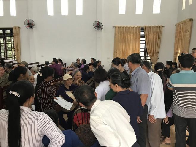 Hàng trăm người dân ở nơi đã đăng ký hiến giác mạc được thăm khám miễn phí - Ảnh 1.