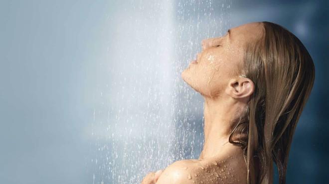 Sở hữu những thói quen hàng ngày dưới đây là bạn đang làm hại làn da của mình - Ảnh 2.