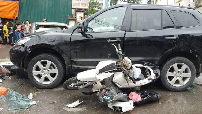 Vụ xe điên ở cổng BV Bạch Mai: Cô gái 30 tuổi bị đâm tử vong khi qua đường mua cơm cho mẹ - Ảnh 6.