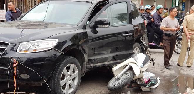 Vụ xe điên ở cổng BV Bạch Mai: Cô gái 30 tuổi bị đâm tử vong khi qua đường mua cơm cho mẹ - Ảnh 9.