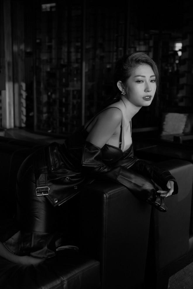 Khổng Tú Quỳnh lột xác gợi cảm lần đầu bắt tay cùng rapper hàng đầu underground - Ảnh 2.