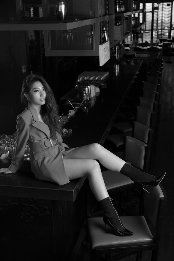 Khổng Tú Quỳnh lột xác gợi cảm lần đầu bắt tay cùng rapper hàng đầu underground - Ảnh 7.