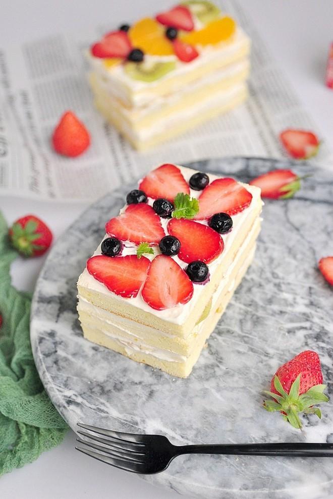 Mách bạn cách làm bánh kem trái cây ngon đẹp không thua bánh đi mua - Ảnh 9.