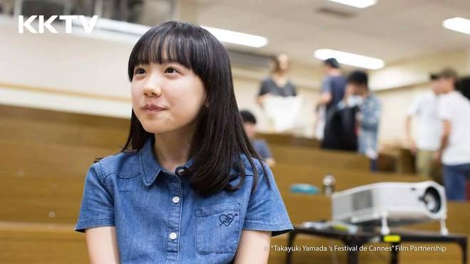 Mana-chan, cô bé đang gây sốt với clip quên người yêu cũ đi vì vẫn còn 3 tỷ đàn ông trên thế giới là ai? - Ảnh 3.