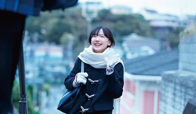 Mana-chan, cô bé đang gây sốt với clip quên người yêu cũ đi vì vẫn còn 3 tỷ đàn ông trên thế giới là ai? - Ảnh 18.