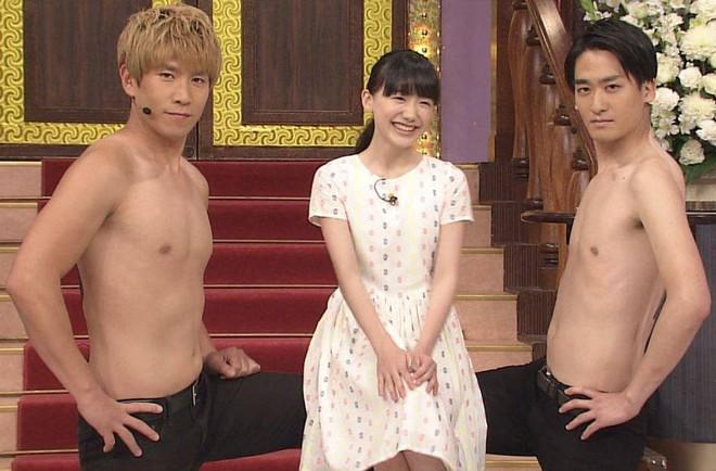Mana-chan, cô bé đang gây sốt với clip quên người yêu cũ đi vì vẫn còn 3 tỷ đàn ông trên thế giới là ai? - Ảnh 2.