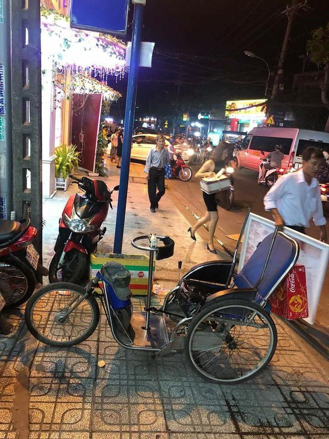 Chàng trai đi xe lăn bán vé số gom tiền nửa năm mua iPhone 5 và cái kết khiến dân mạng cảm động - ảnh 4