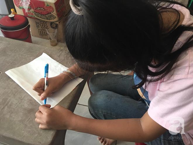Dù bị khuyết tật nhưng bé T. rất muốn đi học, đến trường như bao bạn bè trang lứa.